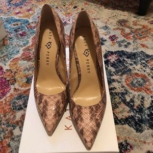 Katy Perry Snake Skin Pump (synthetic) Size 9